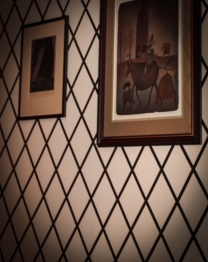 Wall paint in diamond pattern