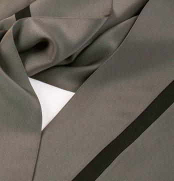 silky pants, detail of sewn fold